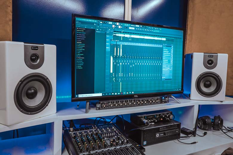 Hi-Fi speakers as monitors