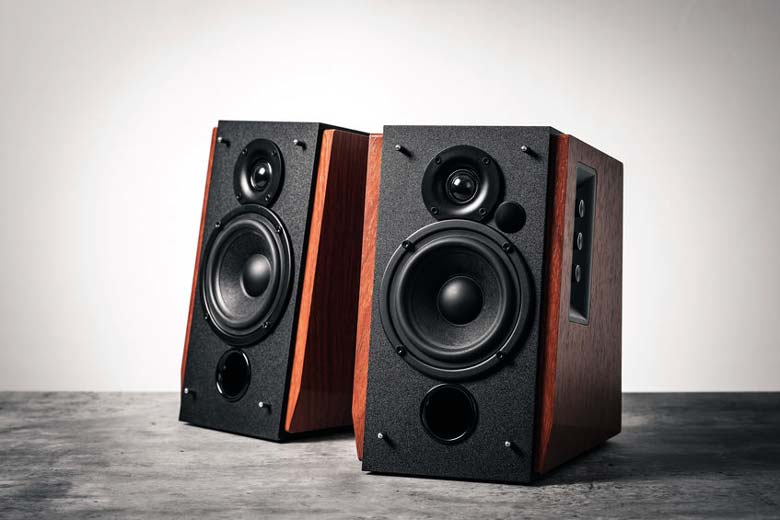Powered speakers that hiss
