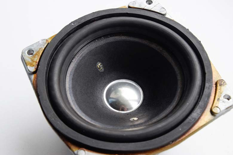 A speaker that can be used as a microphone